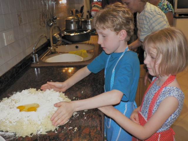 Family cooking class : making gnocchi (with Cristina's own celebrated potatoes)